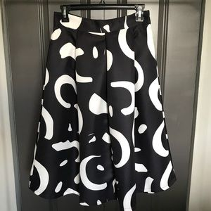 Dresses & Skirts - New geometric full skirt in black & white